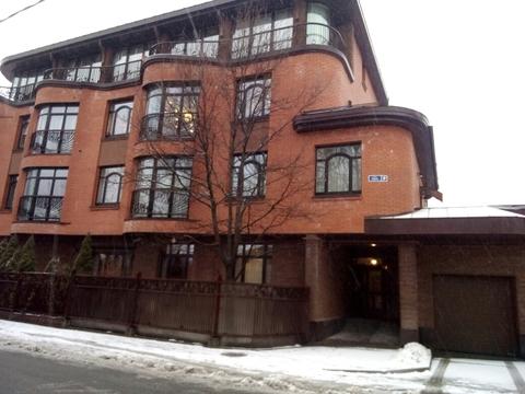 Уникальная квартира с личным двором, верандой и паркингом - Фото 1