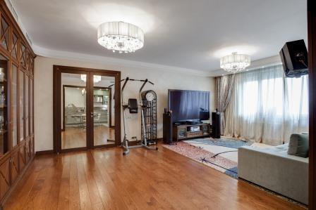 Продам 4-комн. квартиру 140 м2, м.Зорге - Фото 1