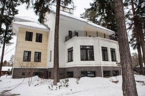 Роскошный дом площадью 700 кв.м, на участке 40соток - Фото 1