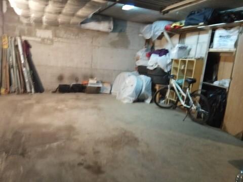 Продаю в гаражном боксе помещение
