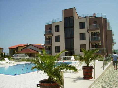 2к.апартаменты 54 кв.м у моря в курортном пос.Синеморец в Болгарии - Фото 1
