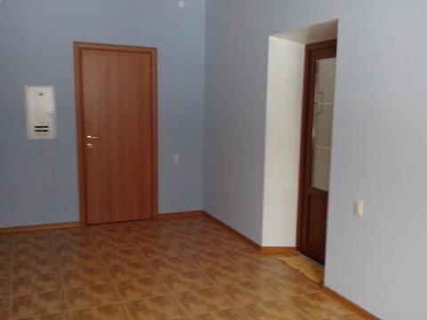 Офисное помещение на первом этаже бизнес-центра. - Фото 1