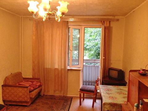 Комната 18кв.м. с балконом в 3-к квартире Москва, Михневский пр, 8к1 - Фото 1