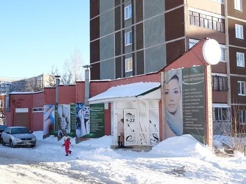 Здание с двумя отдельными входами, Заречный район Екатеринбурга. - Фото 1