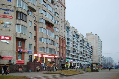 Продаётся двухсторонняя 3 комн. кв. с ремонтом у м. Комендантский пр. - Фото 1