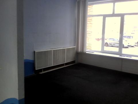 Помещение на 2 этаже офисного здания. Две комнаты — 18 и 16, 5 кв.м - Фото 1