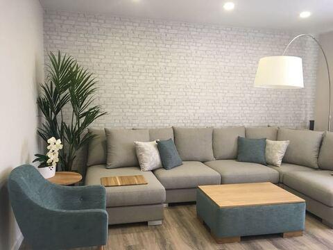 Шикарная двухкомнатная квартира в новом доме - Фото 1