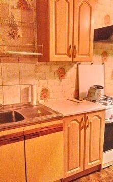 Кухня 10 кв.м.; комната 17 кв.м.; лоджия застеклена 6 кв.м. . - Фото 1