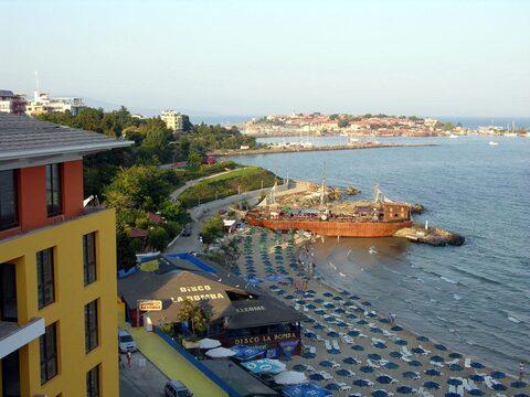 Квартира с видом на море на первой линии в Несебре, Болгария - Фото 2