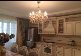 Продается 4-комнатная квартира по ул.Театральная площадь - Фото 1