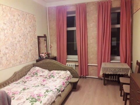 Продается комната в четырехкомнатной квартире, В.О, 16-я Линия д. 35 - Фото 1
