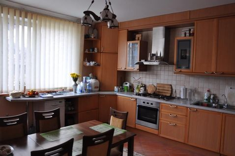 Сдам Дом в п. Молодежное. 3 уровня, зал+2 спальни, кухня-столовая. - Фото 1