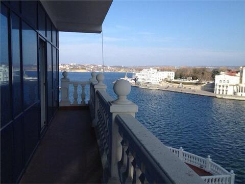 Купить квартиру в Севастополе. Квартира на Набережной Перелешина (ном. . - Фото 1