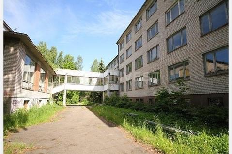 Здание бывшего санатория в Юрмале в Булдури возле парка - Фото 4