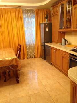 Дом в Чеховском р-не, 240кв.м, 3-х этажный, кирпич. - Фото 1
