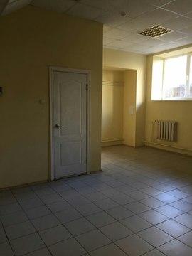 Сдается помещение 33 кв. м. в цоколе жилого дома. кмр, ул. Сормовская. - Фото 1