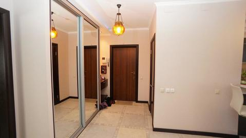Четырехкомнатная квартира с новым ремонтом, в доме бизнес класса, центр. - Фото 2