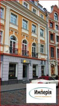 Магазин янтарных украшений в центре Риги, Латвия - Фото 2