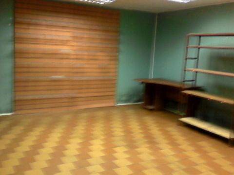 Торговое помещение на цокольном этаже жилого дома. 80 кв.м, 25000 р./м - Фото 1
