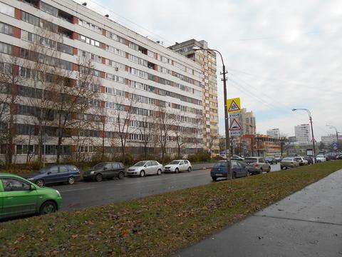 Продам очень теплую двухкомнатную квартиру м. Озерки ул. Кустодиева 2 - Фото 5