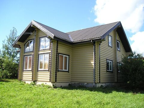 Бревенчатый дом в тихом коттеджном посёлке. - Фото 2