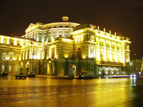 330 м кв на Театральной пл. - Фото 1