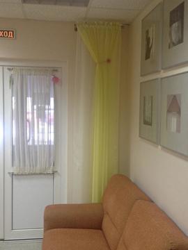 На первом этаже очень уютное помещение, 4 комнаты и холл на входе - Фото 3