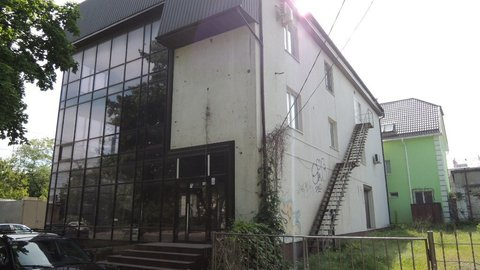 Продается 3-х этажное торгово-офисное здание по ул.Караимской - Фото 1