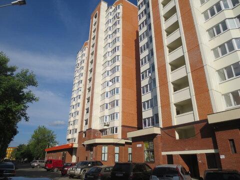 Сдам уютную 1 к. кв. в городе Серпухов, ул. Ворошилова, дом 143б к2, - Фото 1