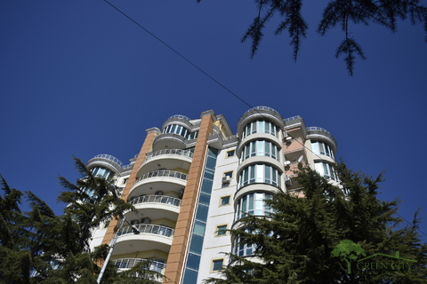 Двухуровневые апартаменты в центре Ялты - Фото 1