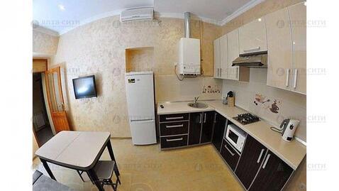 Продается двухкомнатная квартира с двориком в центре - Фото 1