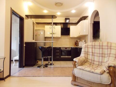 Квартира в таунхаусе с ремонтом и мебелью. Собственный участок! - Фото 1