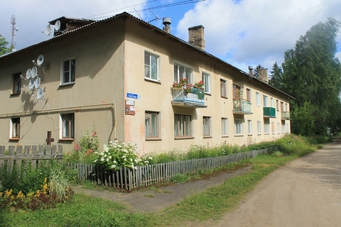 Продаю 2-х квартиру в Кимрском районе, пгт Белый Городок, ул. Лесная - Фото 1