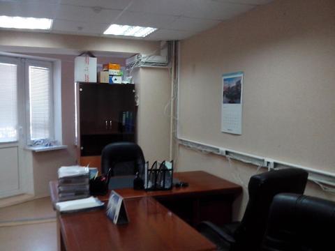 Офисное помещение на первом этаже нежилого здания с отдельным входом. - Фото 1