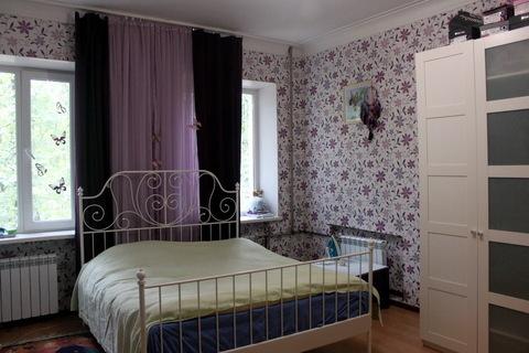 Большая светлая комната с 2 окнами в чистой коммунальной квартире. - Фото 2