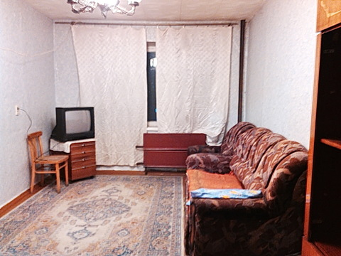 Сдам 1-к квартиру 32 м2 4/5 эт. ул.Кирова 3 за 8тыс. в мес+ свет - Фото 1