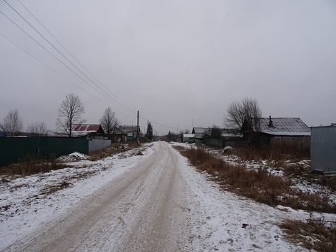 Участок на жилой улице, п. Сарапулка, 21 км от Екатеринбурга. - Фото 1