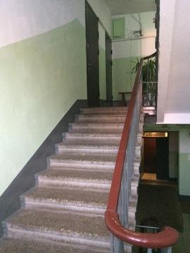 Просторная Двухкомнатная квартира в Сталинском доме с высоким потолком - Фото 3