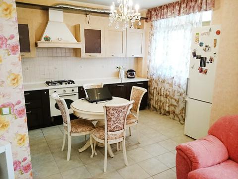 Сдаётся двухкомнатная квартира-студия на ул. Родионова - Фото 2