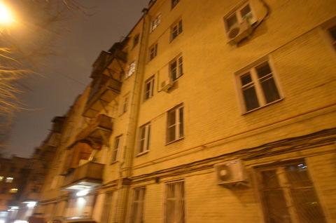 Продается комната по улице Авиамоторная , с высокими потолками . - Фото 2