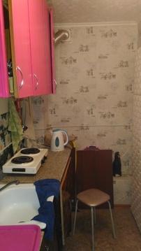 Комната разделена на зал и прихожую - кухню. - Фото 5