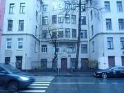 Комната в пятикомнатной квартире в Петроградском районе. - Фото 1