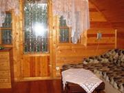 В лесном массиве, крайний к лесу, расположен бревенчатый дом - Фото 3
