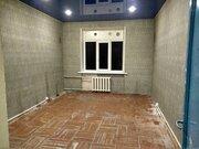 Продается 2-х комнатная квартира в центре Гатчины.