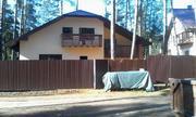 Дом-шале построен по авторскому проекту в стиле альпийского шале, с га - Фото 2