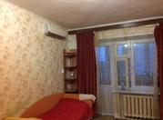 Продажа квартиры в добротном кирпичном доме с двумя выходами на лоджию - Фото 1