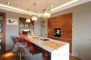 Квартира с авторским дизайном, террасой и панорамными видами на город - Фото 4
