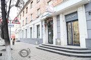 Продам двухкомнатную полнометражную квартиру в центре города .