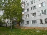 Продается комната с ок в 3-комнатной квартире, пр. Строителей