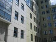 Офис с террасой в центре.